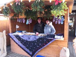 Bernd Bredendiek im SPD Stand beim Weihnachtsmarkt in Adelschlag 2019